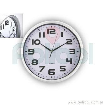 Reloj blanco en MDF de pared blanco